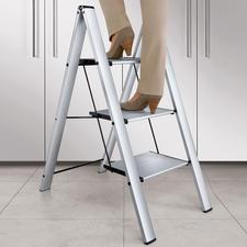 De aluminium ladder met 3 treden maakt u 75 cm groter.