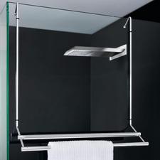 Aan de douche opgehangen, bespaart uw handdoekhouder ruimte – en hij kan voor het reinigen van het glas gemakkelijk worden weggehaald.