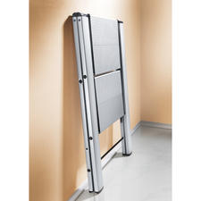 Afmetingen ingeklapt: ladder met 2 treden, 50 x 79 x 4 cm; ladder met  3 treden 50 x 106 x 4 cm (b x h x d).