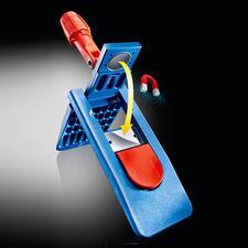 De professionele houder met een klep die voor het gemak gesloten wordt door een magneet. Door het intrappen van de rode knop kan de sluiting losgemaakt worden.