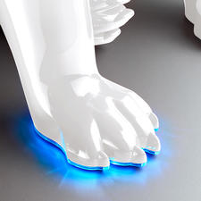 Ingeschakeld geeft de rand van de poten een sferisch blauw licht.