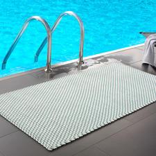 Gevlochten mat in maat 172 x 92 cm, ideaal bij het zwembad of de sauna thuis...