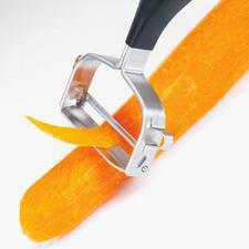 Extreem hard en scherp, waardoor het mesje ook harde schillen flinterdun afschilt.