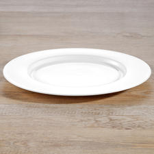Dinner plates from dinnerware set