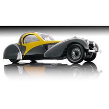 1.104 met de hand gemonteerde losse onderdelen met luxueus verwerkte details en opvallende accenten maken dit modelvoertuig heel bijzonder.