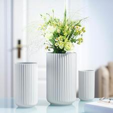 Lyngby vaas van porselein - Deens design-icoon van fijn porselein – met opvallende, met de hand gevormde ribbelstructuur.