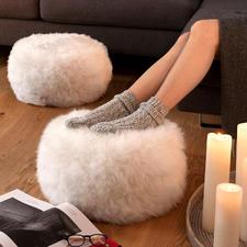Poef/voetenbankje van schapenvacht, 1 stuk, naturel/ivoorkleur - Ondersteunt uw benen comfortabel – en houdt uw voeten aangenaam op temperatuur.