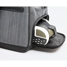 Heel praktisch: van buiten toegankelijk apart schoenenvak met ventilatiegaatjes.