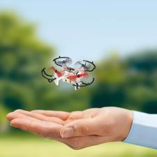Minicopter met camera - Maar toch gaat het hier om een volwaardige quadrocopter met radiografische 4-kanaals-besturing en een on-boardcamera.