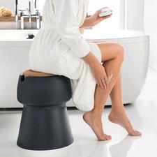 Handig als snelle zitmogelijkheid bij het aankleden in de badkamer.