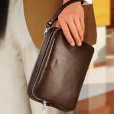 Met de leren lus kunt u de tas comfortabel om uw pols dragen.
