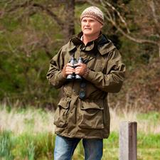 Simon King – Britse natuurkenner (*1962), natuurfilmer, fotograaf en presentator. Is in 2009 bekroond met de 'Order of the British Empire' voor zijn verdiensten op het gebied van natuurbescherming.