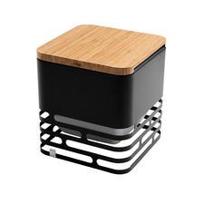 Met de apart te bestellen plank van bamboehout verandert u de cube in een praktische kruk of bijzettafeltje.