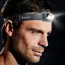 Ultralichte led-hoofdlamp - Weegt maar 69 g. Is maar 9 mm dik. En even comfortabel als een normale hoofdband.