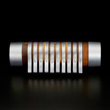 Een bijzonder en schitterend item: hoogwaardige ambachtskunst van chic walnoothout en aluminium.