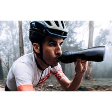 KEEGO titanium drinkfles - Even licht en flexibel als een plastic fles. Even hygiënisch en duurzaam als een metalen fles.