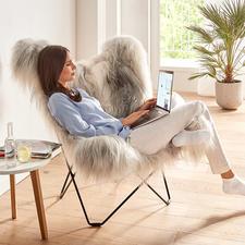De rugleuning van deze fauteuil heeft een royale breedte en hoogte, en zit heerlijk comfortabel, ook voor grotere personen.