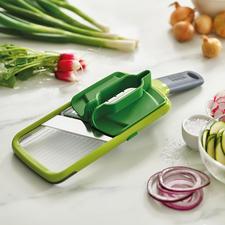 Joseph Joseph Multi-Grip Mandoline™ - Veiliger in plakjes snijden: dankzij de multi-greep voor groenten en fruit van vrijwel elk formaat.