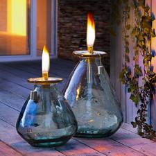 Olielamp van gerecycled glas - Robuust genoeg om het hele jaar buiten te laten staan: olielamp van gerecycled glas.