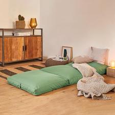 4-in-1-kussen - In een handomdraai wordt dit comfortabele 4-in-1-kussen een prettige zitplek, hocker of logeerbed.