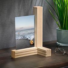 Vario-foto-/kaartenhouder - 3 houten latten. 12 smalle gleuven. Ontelbaar veel mogelijkheden om er o.a. foto's in te plaatsen.