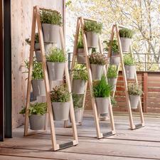 Wanneer u hem gespreid plaatst, blijft de houten ladder op elke vlakke ondergrond stabiel staan.