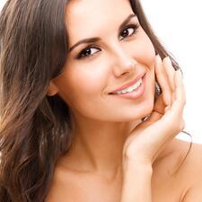 Een optische witmaker laat uw tanden er direct witter uitzien.