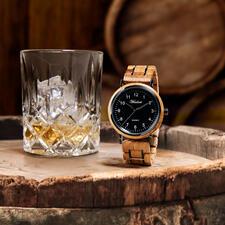 Herenhorloge, gemaakt van whiskyvaten - Bijzonder herenhorloge, gemaakt van barriques: het eikenhout van oude whiskyvaten.