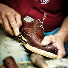 Een Dinkelacker-schoen ondergaat tot hij wordt afgeleverd ongeveer 300 productiestappen.