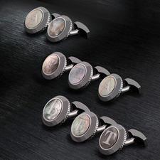 Tateossian initiaal-manchetknoop - Persoonlijk en zeldzaam: parelmoeren manchetknopen met uw initialen. Van King of Cufflinks: Robert Tateossian.