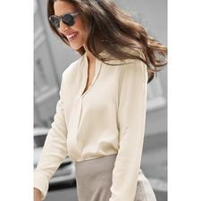 SLY010 coutureblouse - Ondanks het wijde model zeer elegant: basic blouse van SLY010, Berlijn.
