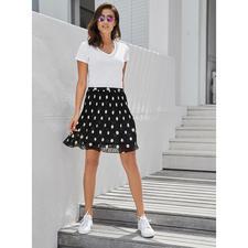 Liu Jo basic versierd shirt - Volgens de laatste trend versierd – maar niet té. Liu Jo's shirt subtiel met pareltjes versierd.
