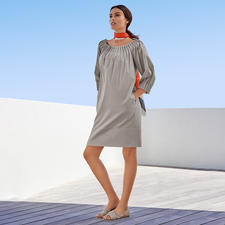 Popeline jurk van The Pure Barbara Schwarzer - Saai noch overdreven: deze katoenen popeline jurk van The Pure Barbara Schwarzer is modieus gezien perfect.