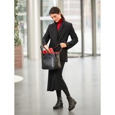 Strenesse blazer met dubbele revers en midi-rok - Veelzijdige favoriet in wording: zwart wollen pak van Strenesse.