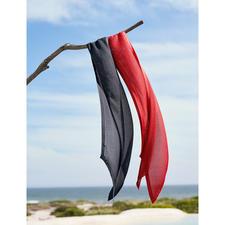 Sjaal van gebreide zijde - Gebreid in plaats van geweven: zijde, maar dan heel casual. Daardoor bijzonder luchtig en nonchalant.