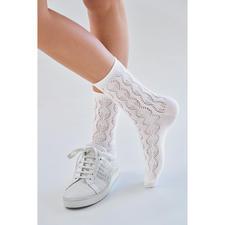 von Jungfeld gehaakte sokjes met ajourmotief - Heel modieus: gehaakte sokjes. Helemaal perfect: die van de beenmode-specialist von Jungfeld.