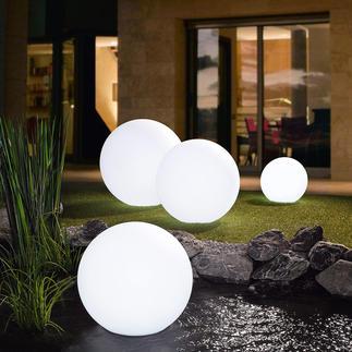Oplaadbare led-bol Fascinerend verlichting met wel 17 kleuren voor een magische sfeer in de tuin.