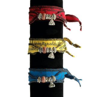 Tibetaans wensarmbandje Met de hand gemaakt van Tibetaanse gebedsvlaggetjes. Elk bandje is uniek.