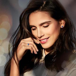 Ring of Oorstekers met saffier Ook de prijs is schitterend: fijne sieraden met saffier en diamanten.