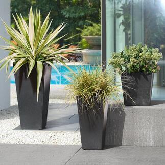Plantenbakken van gerecyclede banden Modern en milieuvriendelijk: plantenbakken voor binnen en buiten, van gerecyclede banden. Onbreekbaar. Weerbestendig. Vorstbestendig. Met waterreservoir.
