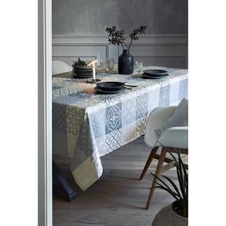 Jacquard-tafelkleed Azulejos Elegant Moors erfgoed: chique tafelkleden voorzien van de beroemde Azulejos-motieven uit Portugal.