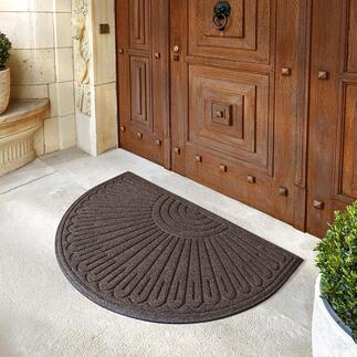 Zware mat van gerecycled rubber Deze zware mat van 98% gerecycled rubber laat geen vuil of vocht binnen. Voor binnen en buiten.