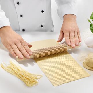 Spaghetti- of Fettuccinesnijder Huisgemaakte pasta, perfect gelijkmatig gesneden en dat zonder een apparaat.