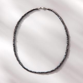 Spinelketting Black & Black Fonkelend als zwarte ruwe diamanten: het fijne collier van zeldzame zwarte spinel.