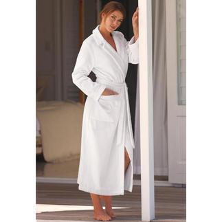 Féraud couturebadjas Elegant, vrouwelijk – en toch net zo behaaglijk als een normale badjas.