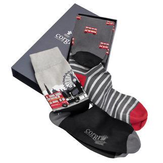 Corgi sokken in een set van 3 paar Sokken geschikt als cadeau? Niet echt. Behalve deze van Corgi. 'English style'.