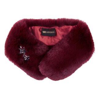 Loevenich kraag van imitatiebont Warme, heerlijk zachte kraag van imitatiebont: een 'bontje' dat men met een goed geweten kan dragen.