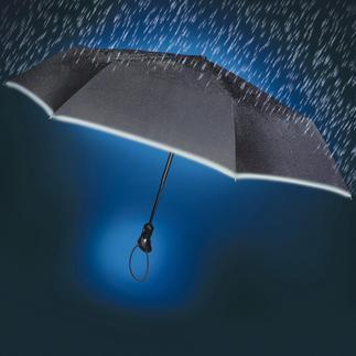 Oversize-zakparaplu De Oversize-zakparaplu: is regen- en vuilwerend – en blijft in het donker niet onopgemerkt.