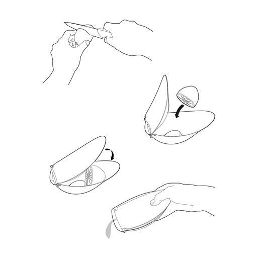 Citroen doormidden snijden en met het snijvlak naar achteren in de pers plaatsen. Vervolgens de deksel aandrukken. Nu kunt u uw gerechten op smaak brengen met vers geperst sap.