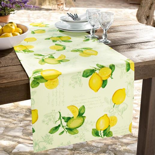 Dit Provençaalse tafellinnen is zorgvuldig afgezoomd, met fijne envelophoeken.